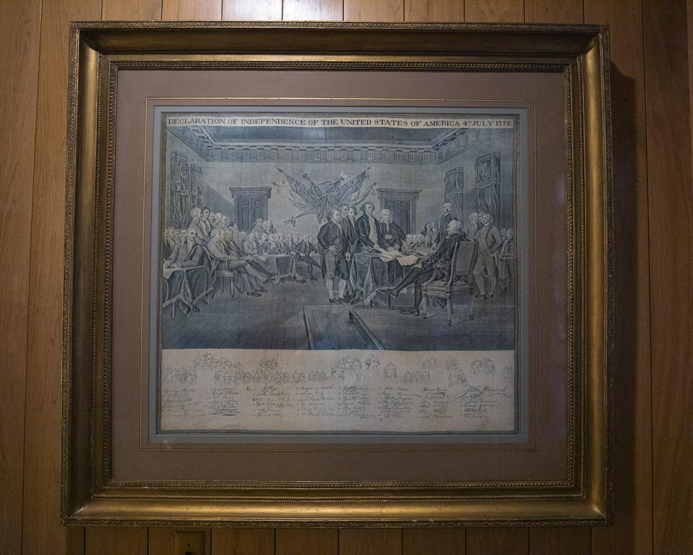 Blue ink engraving of the signing of the Declaration of Independence